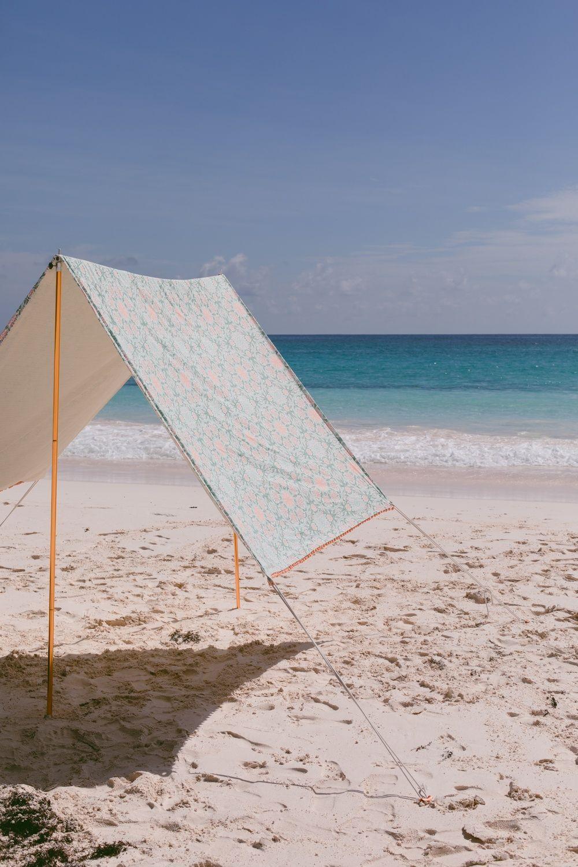 We are throwing shade on beach umbrellas today. This DIY beach tent gives so muc...#beach #diy #muc #shade #tent #throwing #today #umbrellas