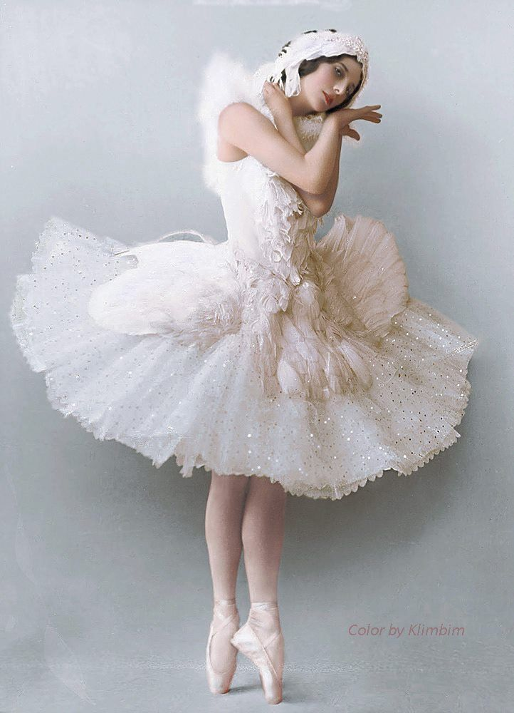 Colored photo of Anna Pavlova, costume by Leon Bakst for Swan Lake, 1905