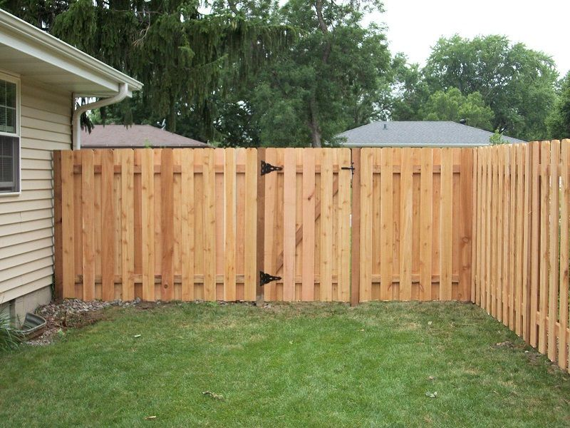 Inexpensive cedar privacy fence plans http lanewstalk for Wood privacy fence ideas
