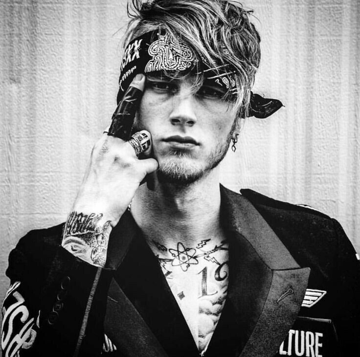 mgk b w machine gun kelly in 2018 machine gun kelly guns yelawolf