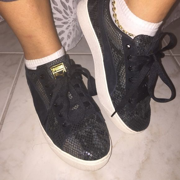 54682cd6d14 Super comfy platform sneakers All leather upper. About two inches platform.  Worn once Puma