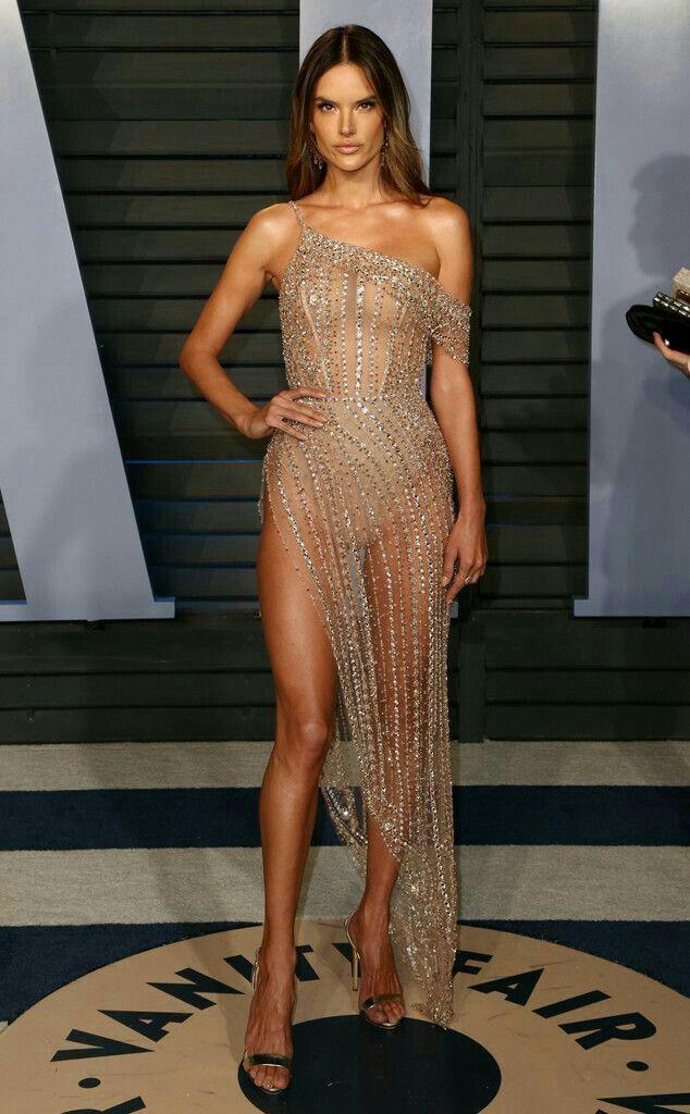 Braless Alessandra Ambrosio sizzles at Vanity Fair Oscar
