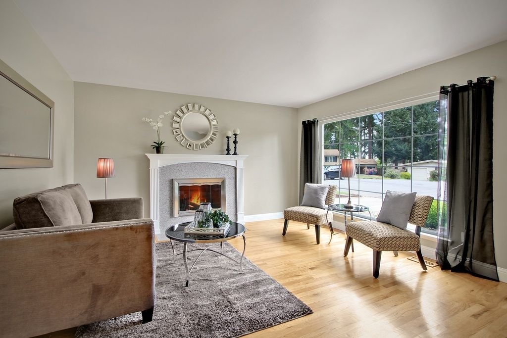 Great Contemporary Living Room With Carpet Hardwood Floors In Bellevue Wa Contemporary Living Room Home Living Room Carpet