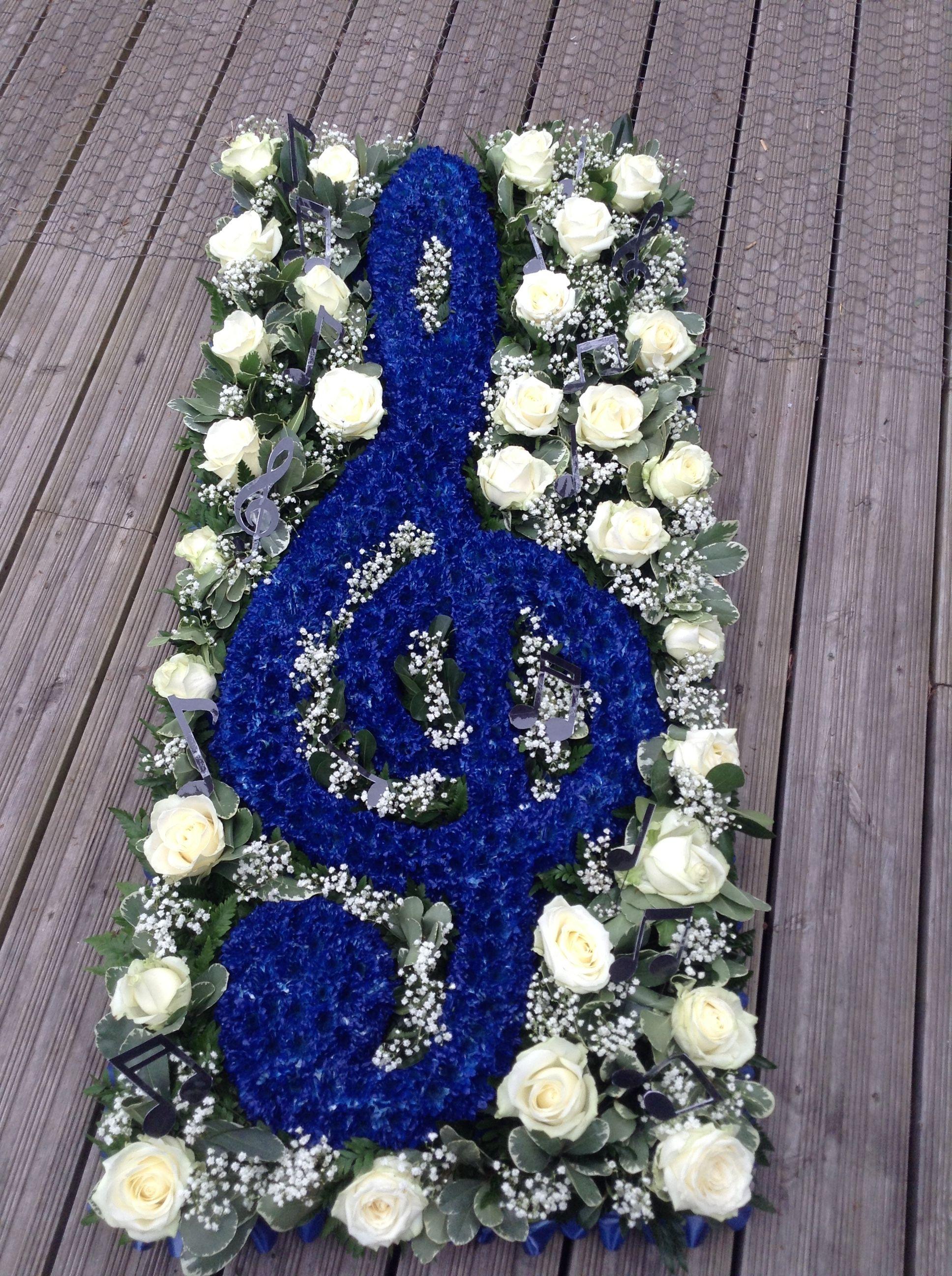 Funeral Flowers Treble Clef Funeral Flower Tribute 4ft Treble Clef Flower Display Ww Funeral Flowers Funeral Flower Arrangements Funeral Floral Arrangements