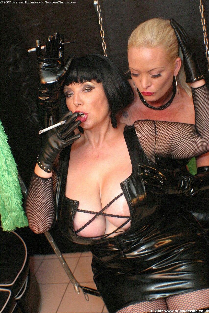 Busty deelite Mistress