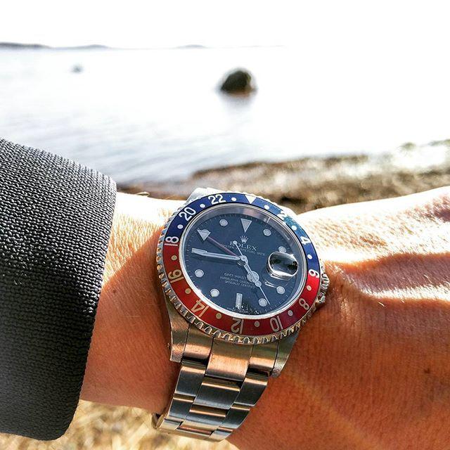 REPOST!!!  Sweden at its best.  #rolex #16710 #gmt #gmtmaster #gmtmaster2 #pepsi #timepiece #watches #watchporn #klocksnack #wristwatch #watchesofinstagram #watchuseek #hodinkee #rolexwrist #watchoftheday #wristgame #instawatch #wristshot #watchnerd #watchmania #mensfashion #fashion #stylish #style  repost   credit: ID @poorlittlewatchnerd (Instagram)