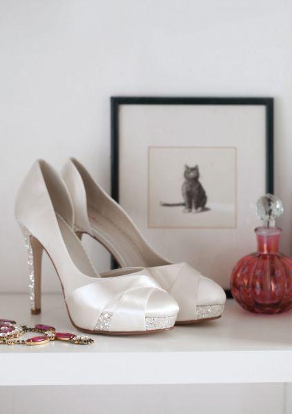 bed8dece Christy brudesko fra Panayotis <3 Christy er en moderne og glamourøs brude  sko. Skoen