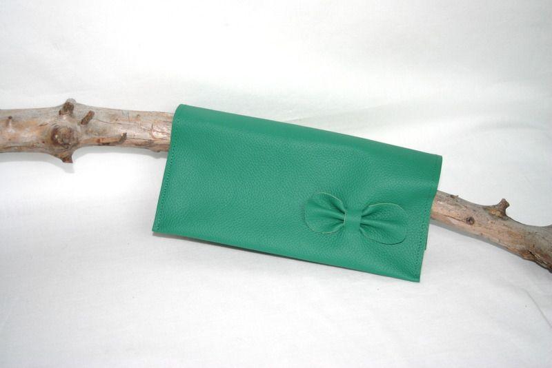 Porte chéquier en cuir vert menthe avec un petit noeud : Porte-monnaie, portefeuilles par melija