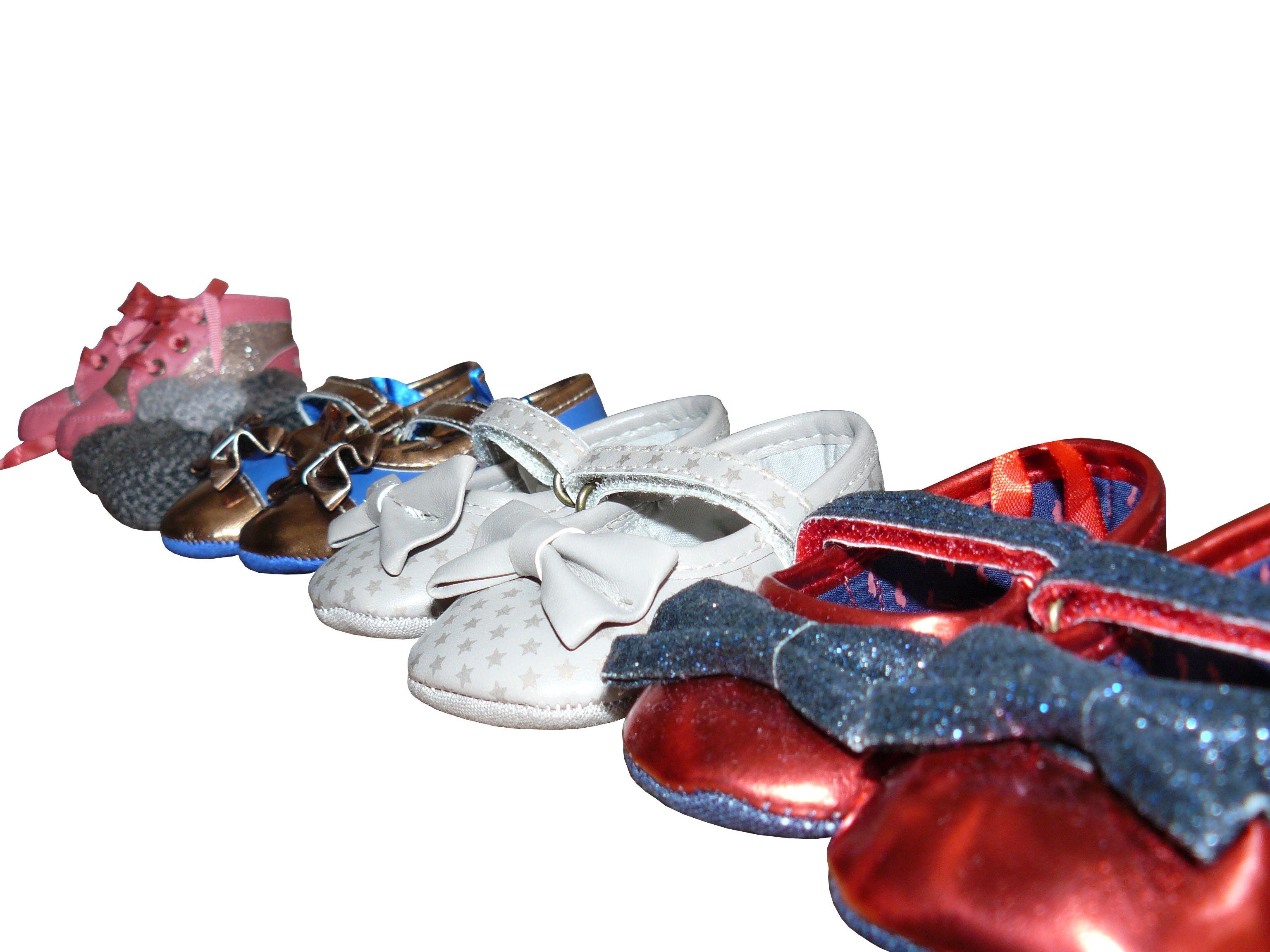 Pas encore trois mois et déjà beaucoup de chaussures. contact@valeriehacquin.com
