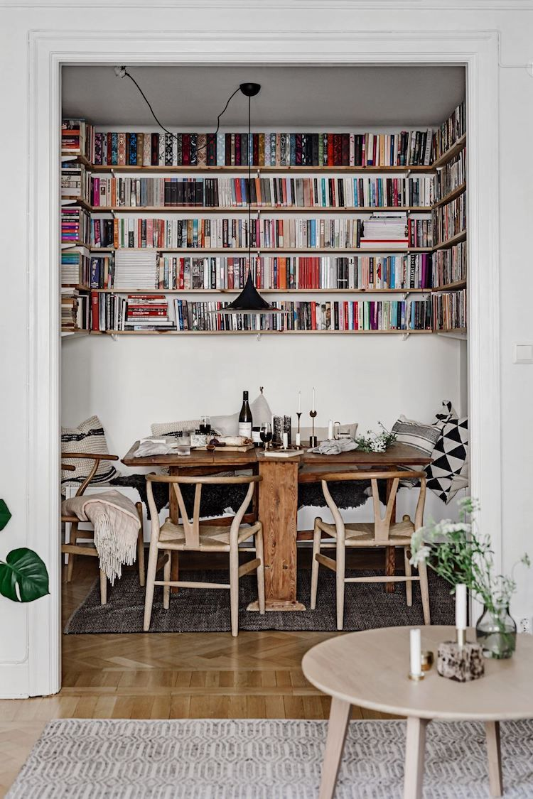 Library and dining nook in one Cosy small dining space with book shelves in a Swedish home