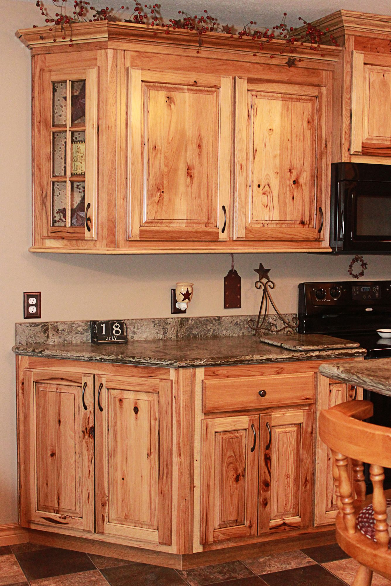 Pin von Cabinets Plus auf Rustic Hickory Cabinets | Pinterest ...