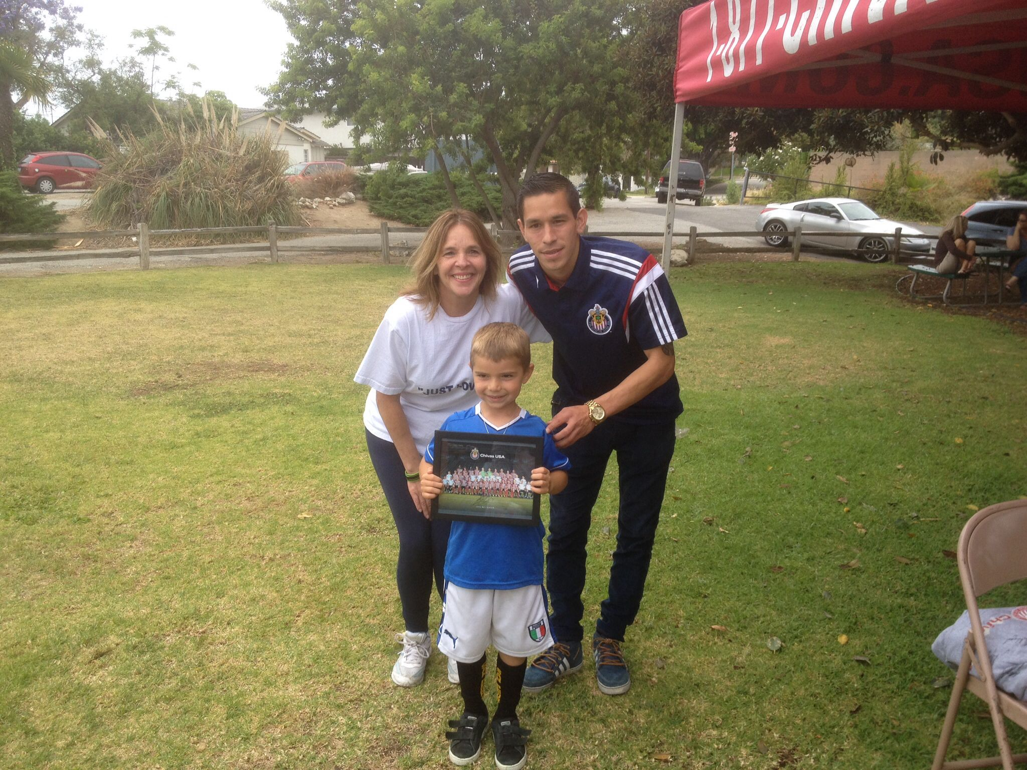 Brighter days. With Eric Avila from Chivas.......awesome soccer day. Donations to MISSINGPEACES...