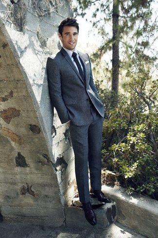 b081da7fc Tenue de Joshua Bowman: Costume en laine gris foncé, Chemise de ...