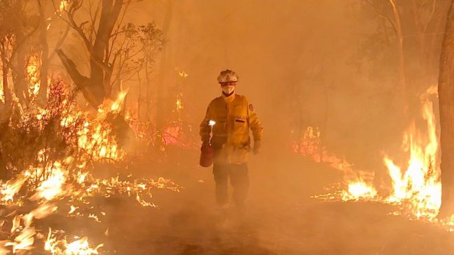 The sacrifices of Australia's unpaid firefighters in 2020