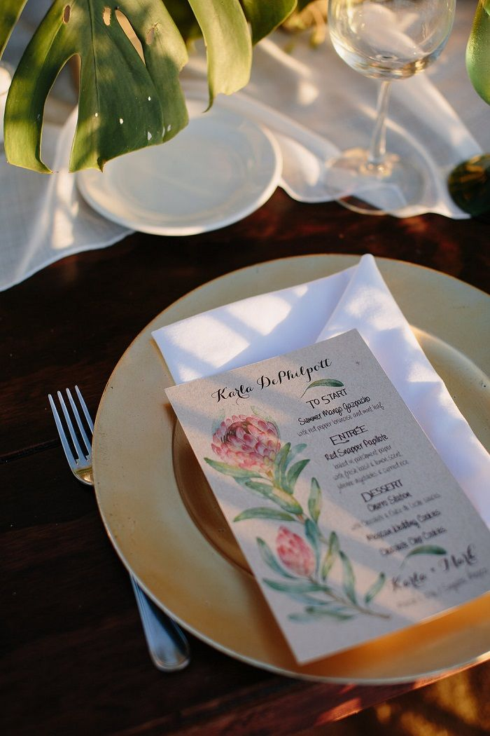 Wedding Reception on The Beach Decorations | Wedding Place setting | Fab Mood #weddingdecor #beachwedding