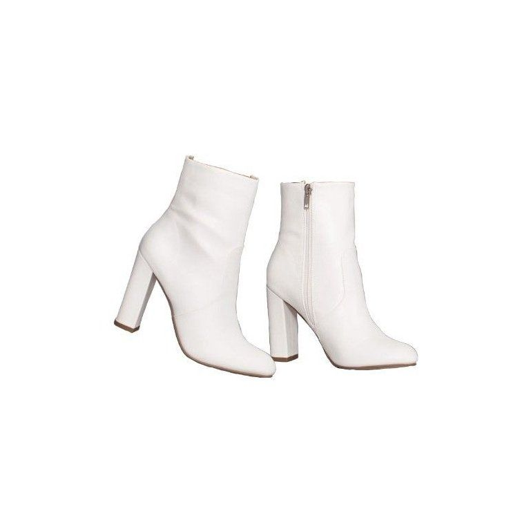 White Boots Png Pinterest Candyrizos In 2021 White Boots Boots Aesthetic Shoes