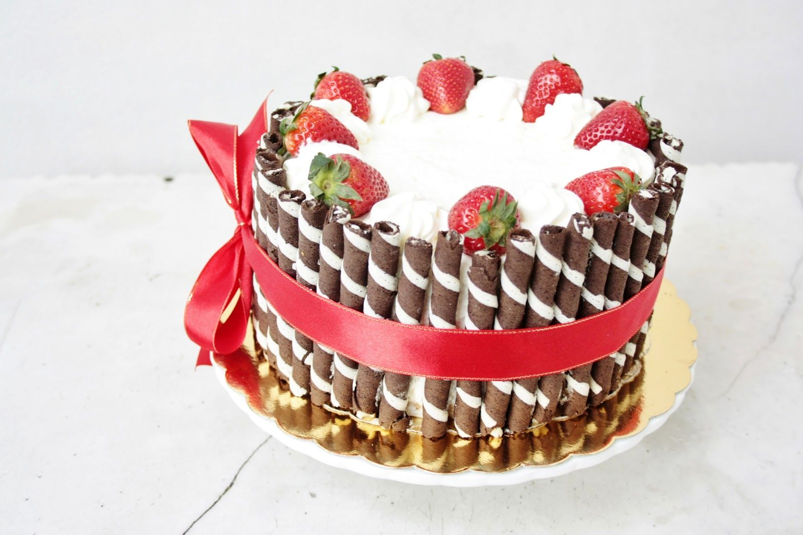 Elegant Birthday Cakes for Women | simple yet elegant ...