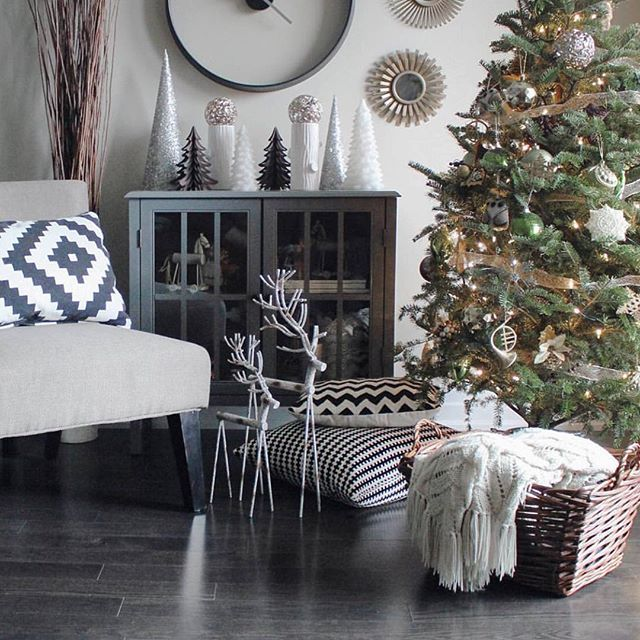 Thanks for sharing @abrwn! Tag your holiday decorating photos with #completehappyhome and we'll repost our favorites throughout December. Happy Holidays!