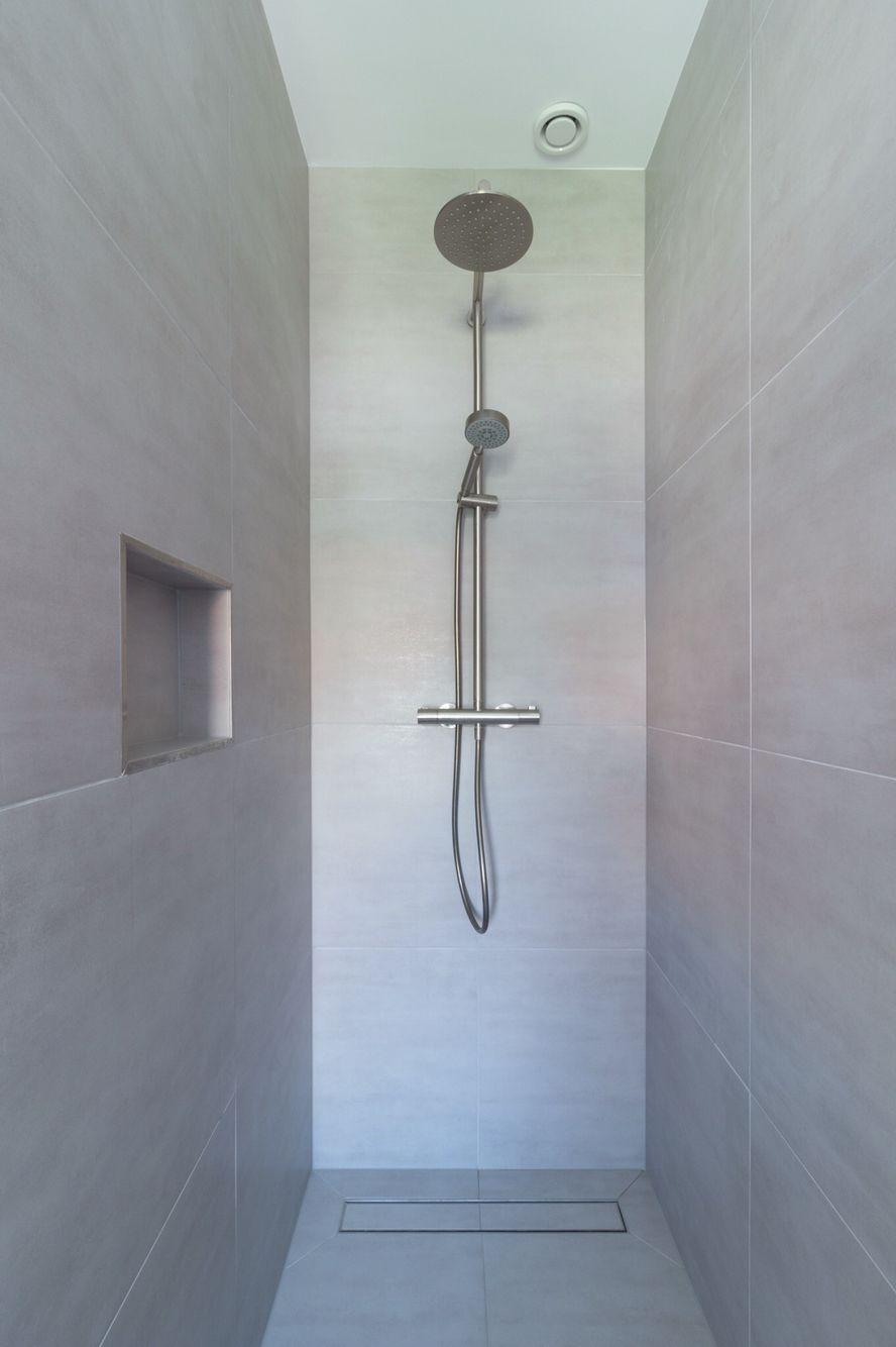 licht grijze badkamer tegel bathroom pinterest house
