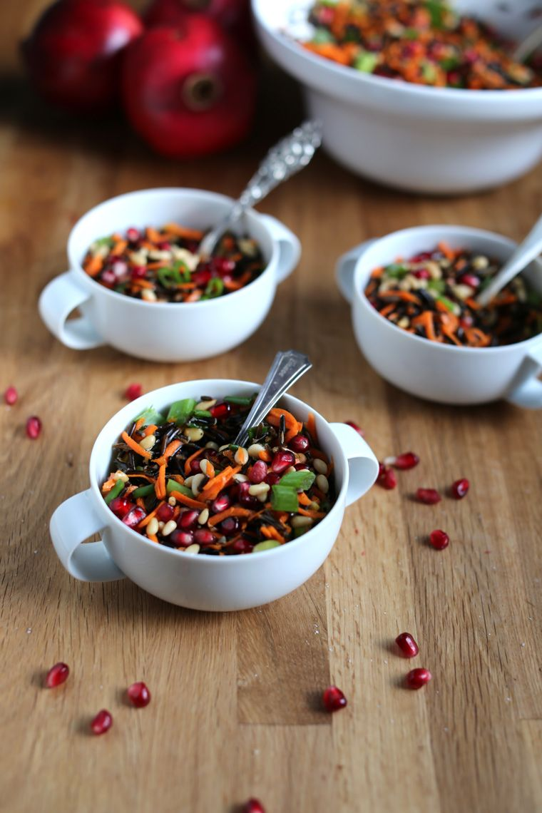 Receta de Earthly Feast: Ensalada de Arroz Salvaje, Granada, y Piñones | Wild Rice Salad with Pomegranate & Pine Nuts