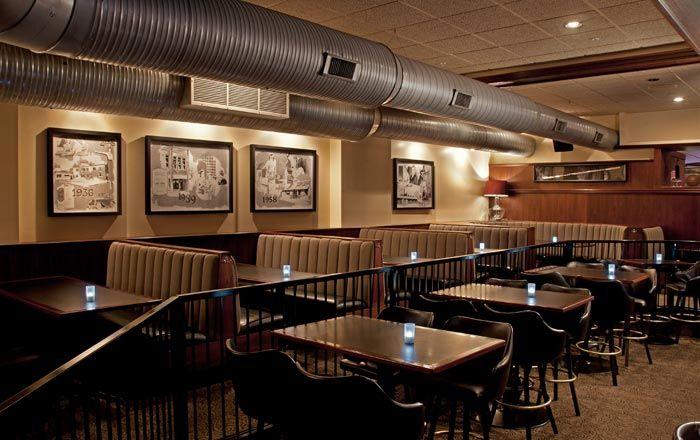 Kroll's South Loop dining room