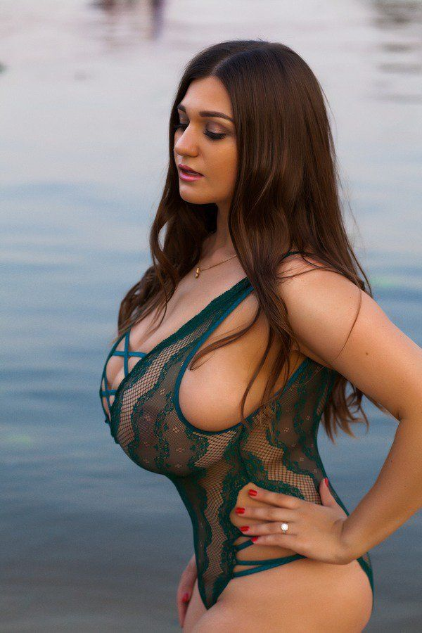 Pin by Tommy Fachrudin on huge breast in 2019 | Voluptuous women
