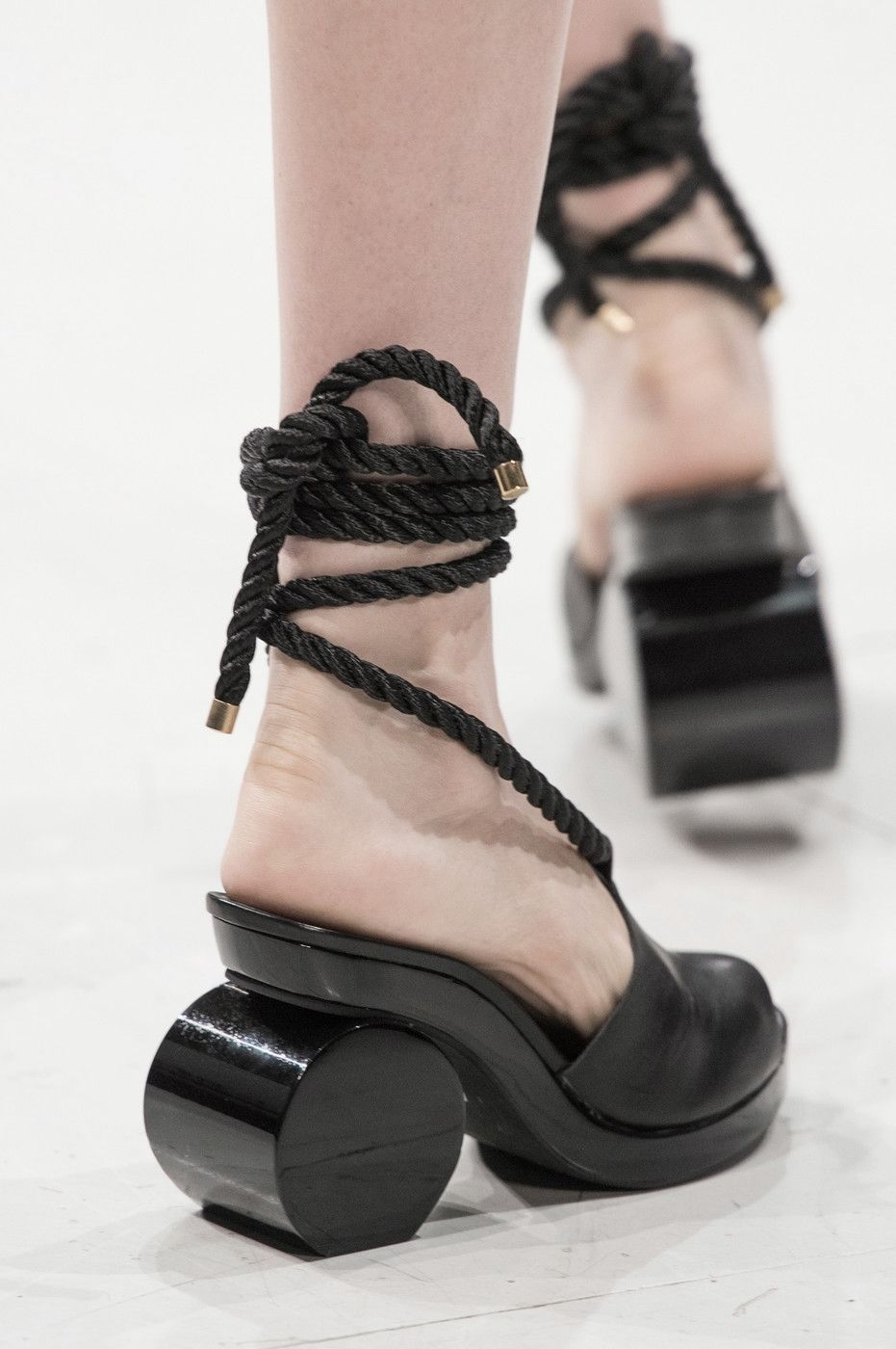 8d3b0b03d314 Hussein Chalayan SS 2016 Creative Shoes