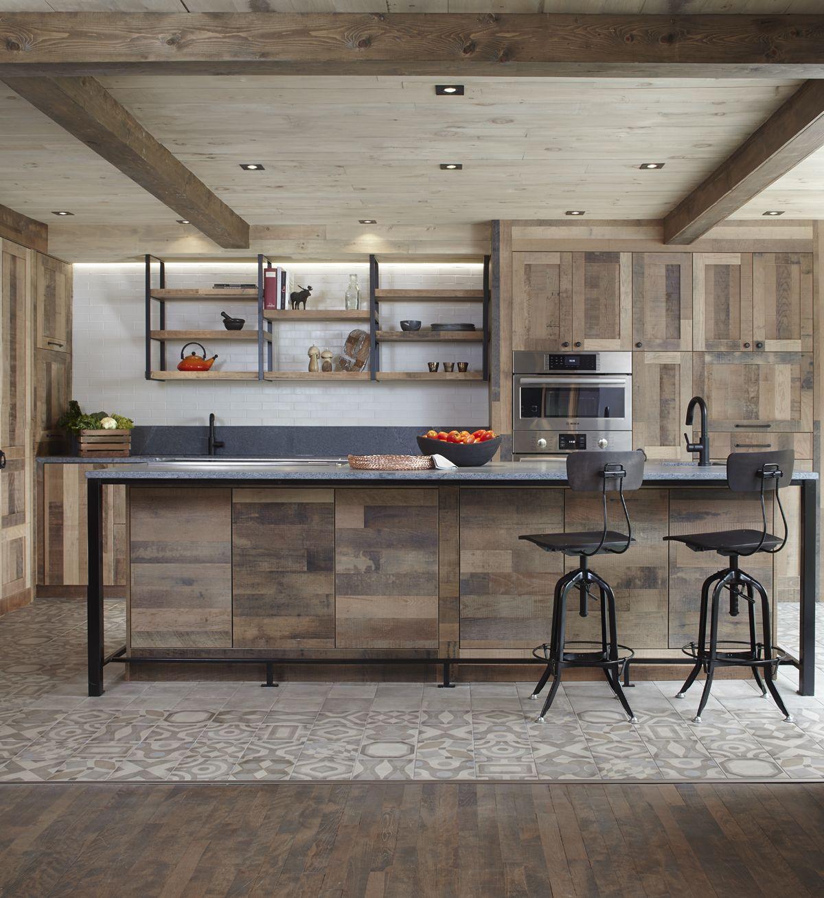cuisine rustique bois céramique à motif poutres en bois