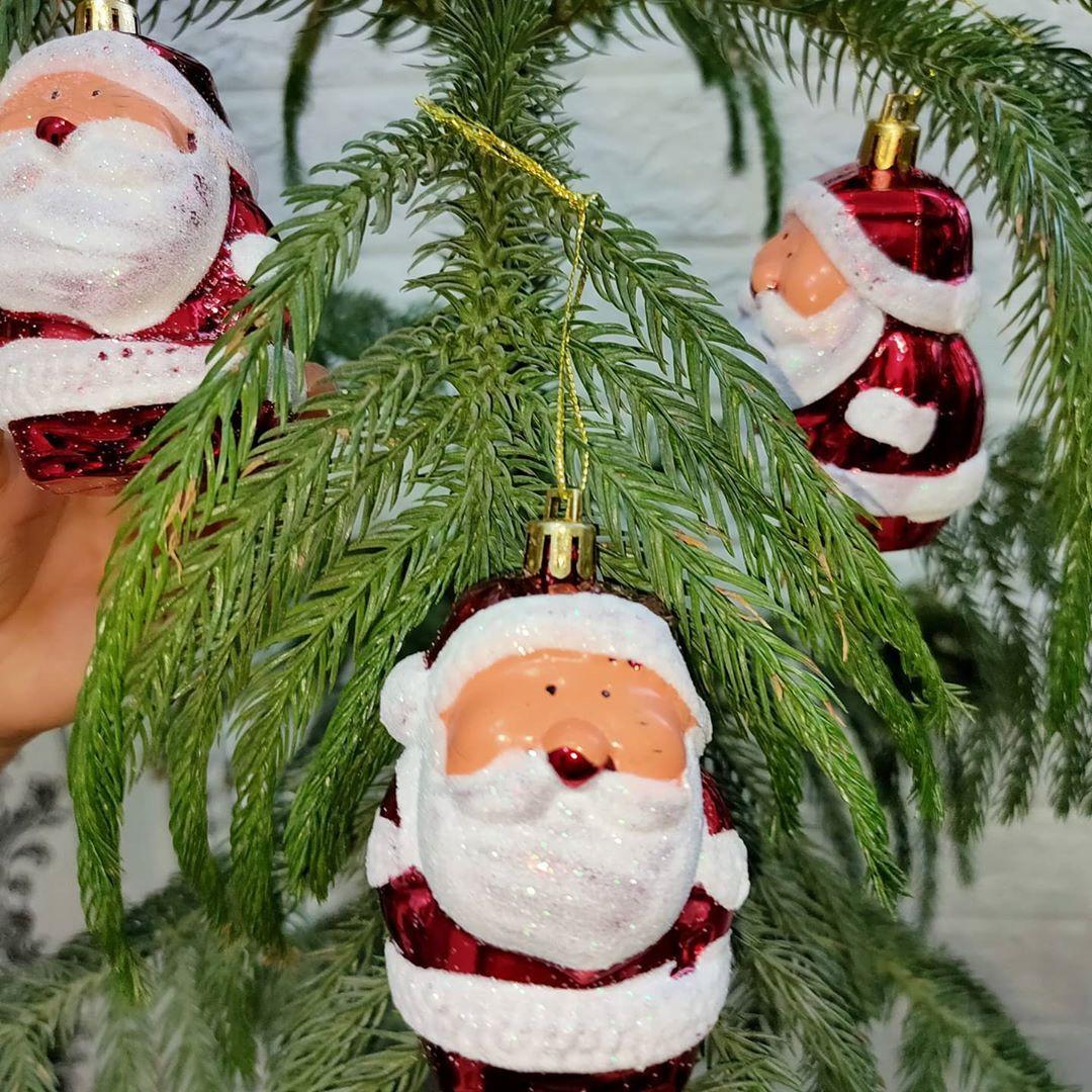 بيت العائلة On Instagram زينة شجرة الميلاد السعر ٢٠٠٠ توصيل بغداد ٤ آلاف توصيل المحافظات ٧ آلاف بيت العا Christmas Ornaments Holiday Decor Holiday
