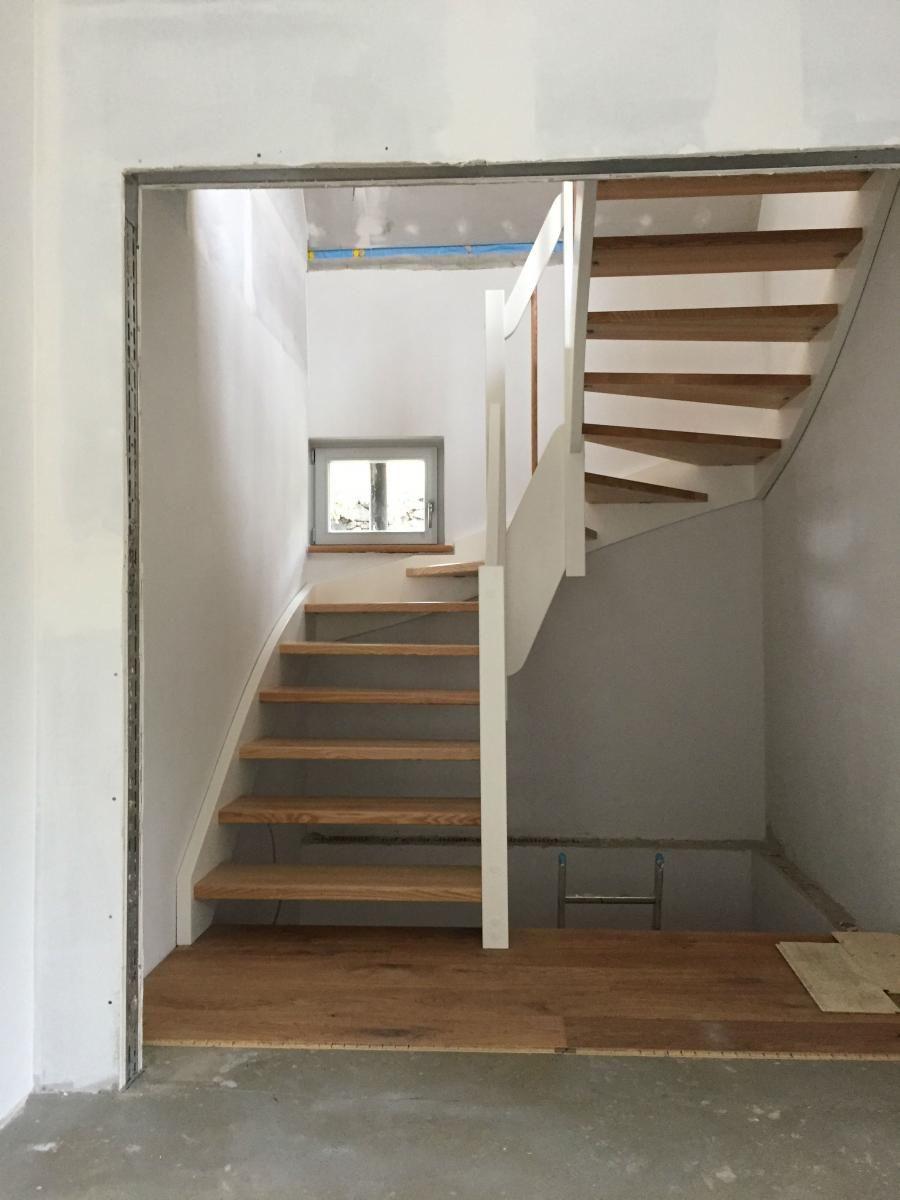Holztreppe mit weißen Wangen | Stairs | Pinterest | Holztreppe ...