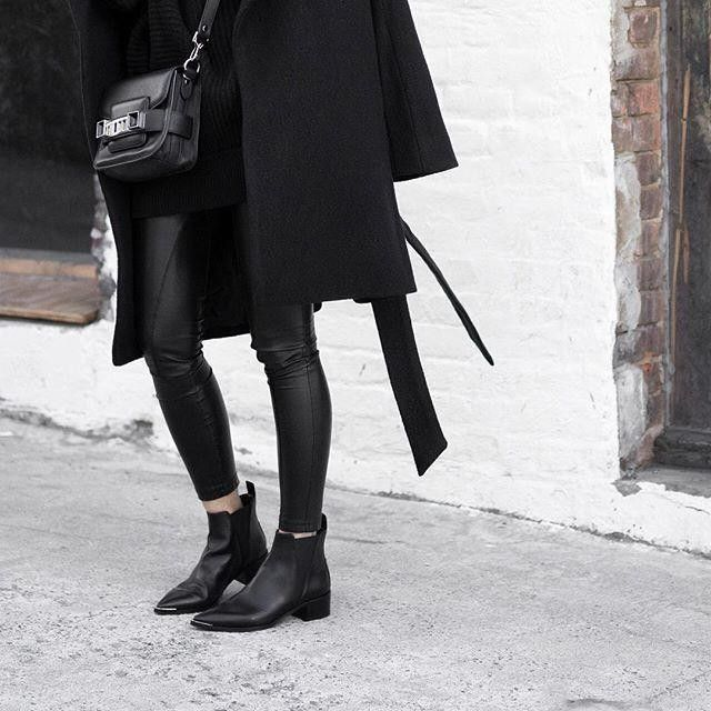 <p>Vegan leather leggings – trust that you need a pair in your life</p>