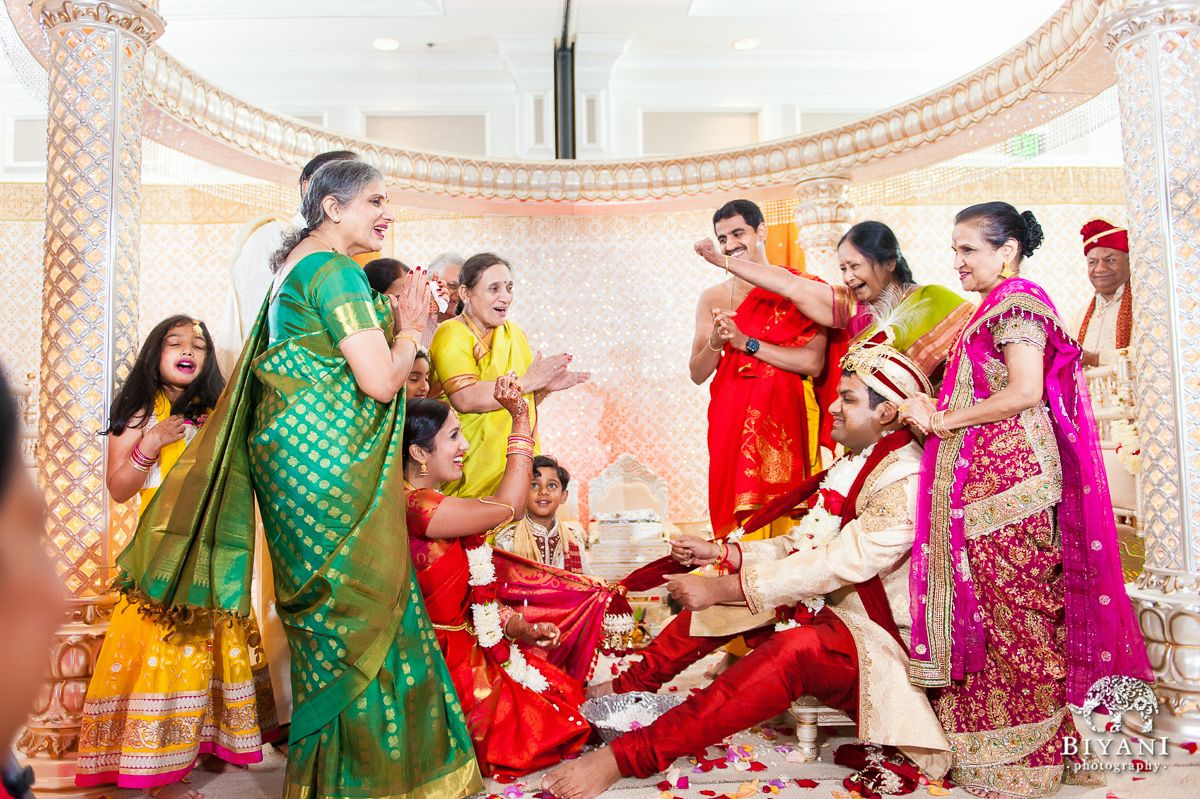 The Whole Family On Stage During A Traditional Indian Wedding Ceremony Indian Wedding Photos Traditional Indian Wedding Ceremony Photography Wedding Family