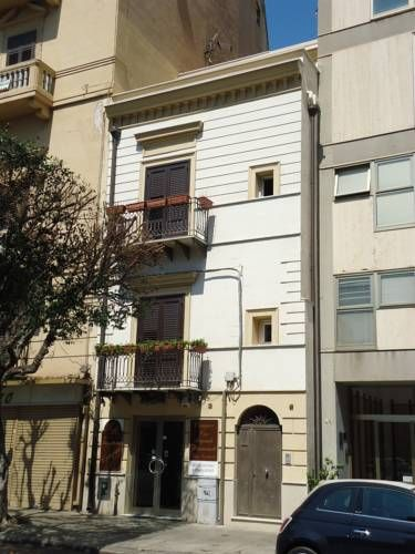 La Terrazza sul Massimo Palermo La Terrazza sul Massimo is a holiday home set in Palermo, 600 metres from Palermo Cathedral. It provides private parking.  The kitchen is equipped with a dishwasher. A flat-screen TV is provided.