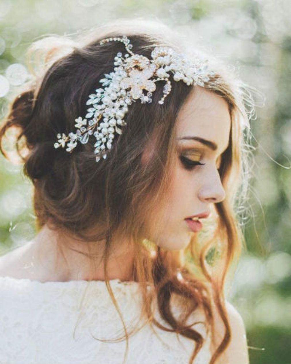 ae9168daaea Bijoux de cheveux   20 coiffures de princesse repérées sur Pinterest ...