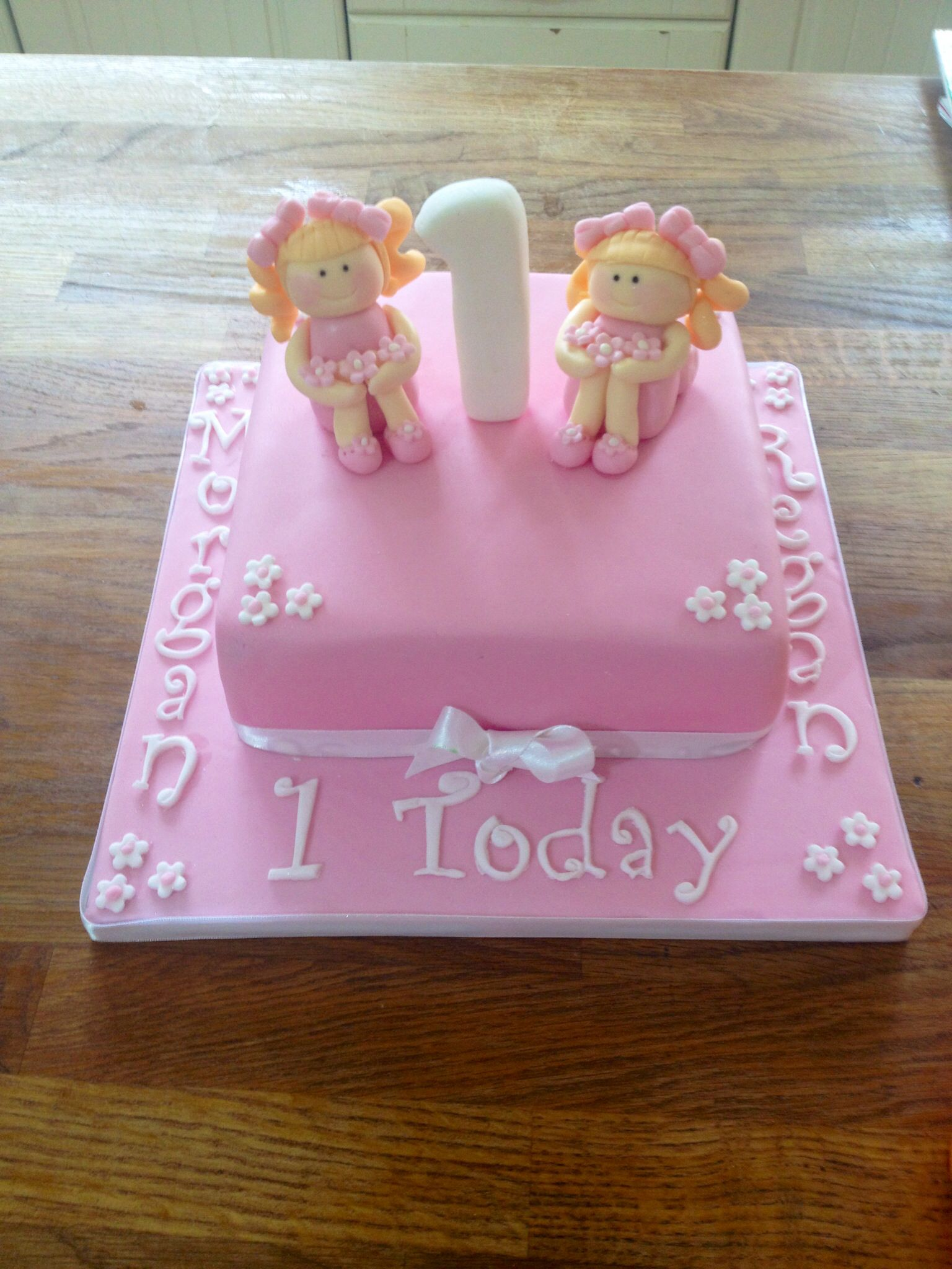 Twin Girl First Birthday Cake With Images Girls First Birthday
