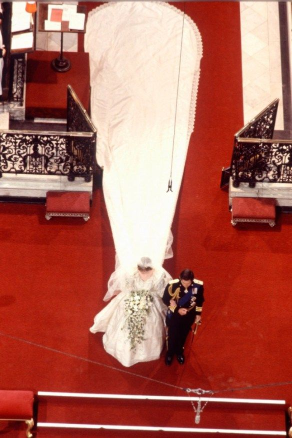 Princess Diana wedding dress featured a 25ft train and was designed ...