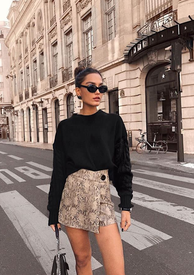 f908942574a black sweater + snake print mini skirt Street style