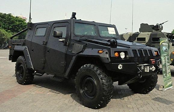 Pin Oleh Michal Di Panser Pindad Indonesia Kendaraan Militer Mobil Militer