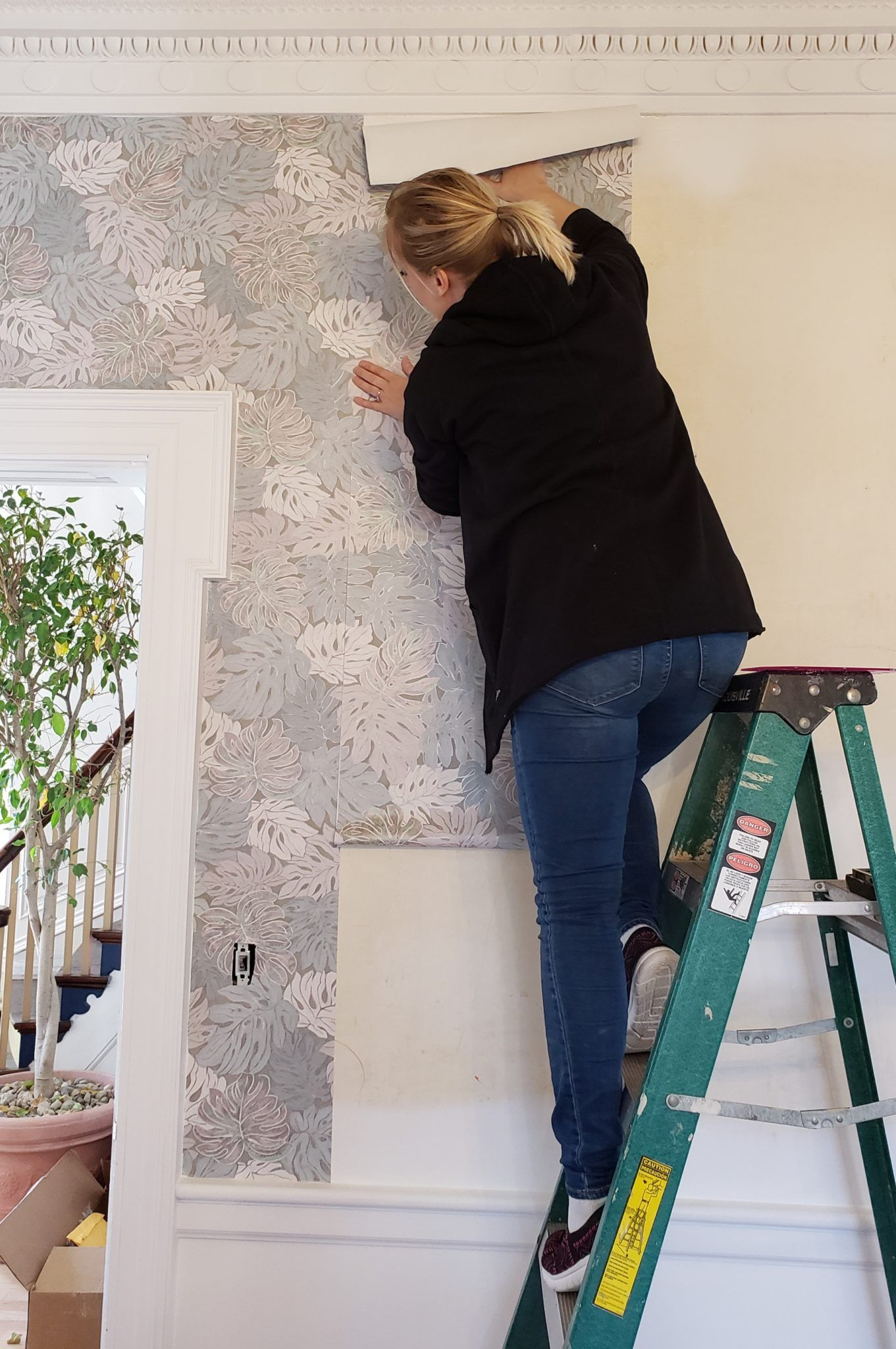 Putting Up Wallpaper With Wallpaper Paste Reality Daydream Wallpapering Tips How To Install Wallpaper Wallpaper