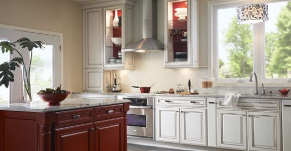 Kraftmaid Jamestown Maple In Dove White Lowes Like The Mix Of White And Wood Tone Kitchen Design Kitchen Gallery Kitchen Remodel