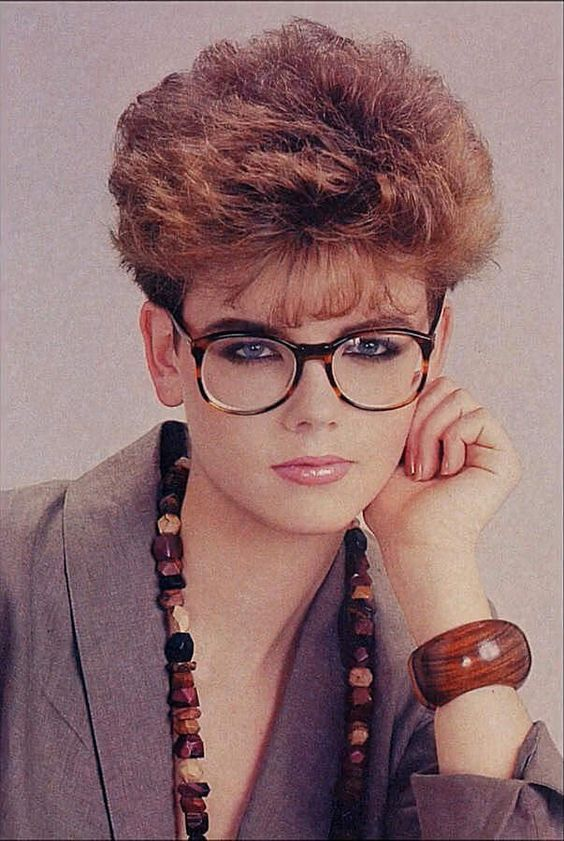 coiffure courte retro (avec images) | Cheveux courts années 80, Permanante cheveux, Coupe de cheveux