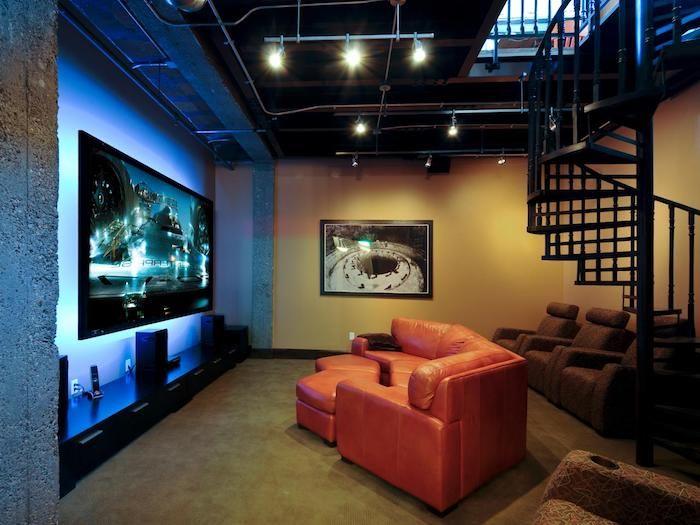 moderne wohnwand dunkles flair zu hause rotes sofa orange mit hocker