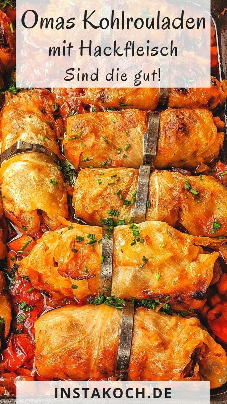 Bei Omas köstlichen Kohlrouladen mit Hackfleisch Füllung aus dem Ofen werden schöne Kindheitserinnerungen wach. Ein tolles Familienessen und echte Hausmannskost, die im Herbst und Winter besonders gut schmeckt und nebenbei Lowcarb ist #familienessen #krautwickel #kohlrouladen #hackfleisch #rouladen #involtini #cabbagerolls #lowcarb #herbstgerichte
