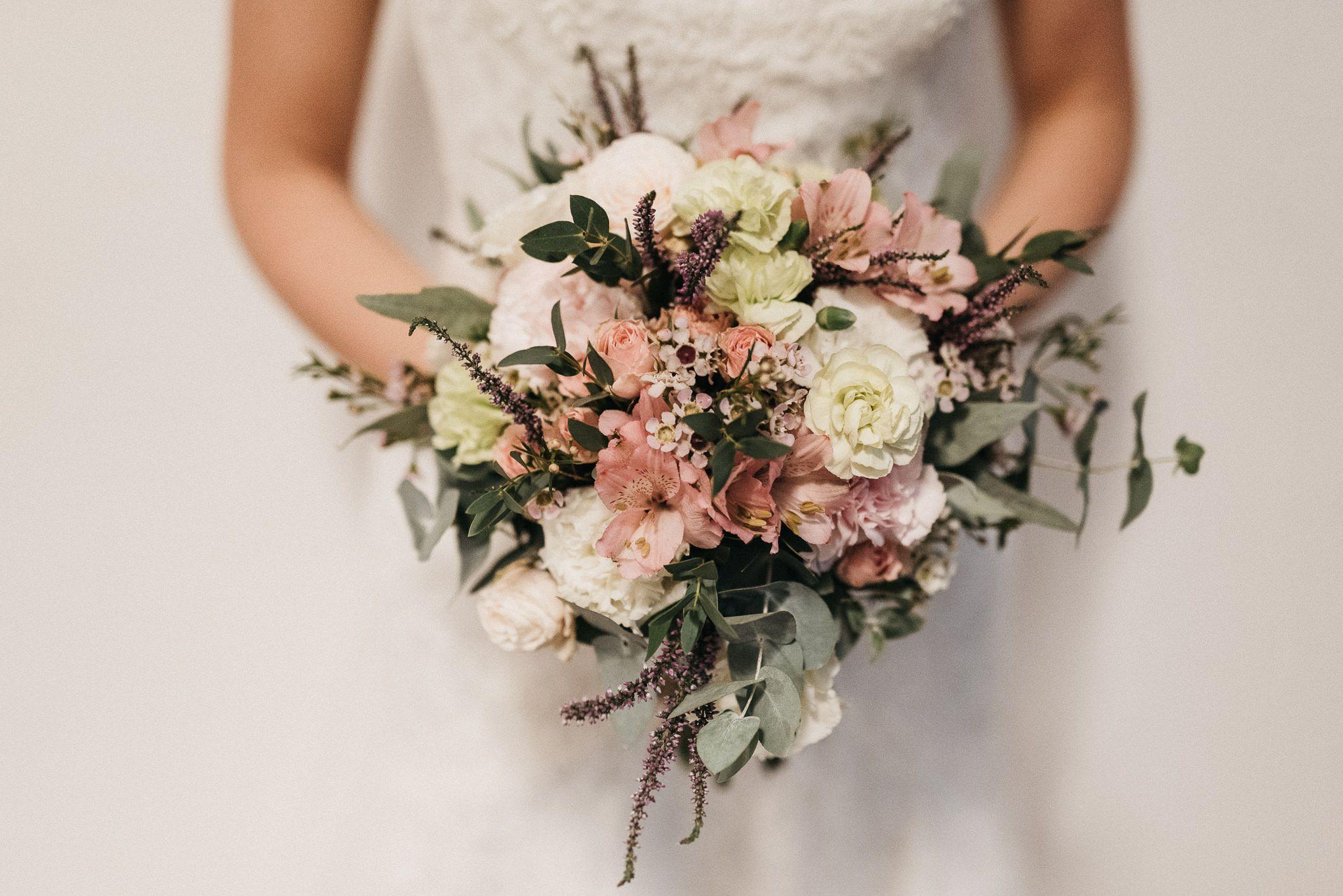 Inna Studio Bridal Bouquet Bukiet Slubny Pastelowy Bukiet Slubny Bukiet Z Wrzosami Fot Happy Stories Bridal Bouquet Wedding Floral Wreath