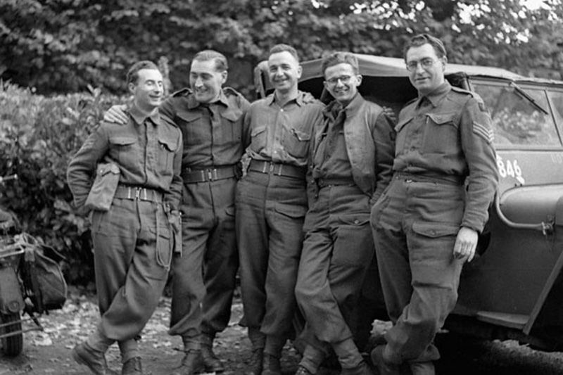 Photo Sergeant L F Millon Of The Canadian Army Film And Photo Unit With A Group Of British Army Photographers Canadian Soldiers Canadian Army Canada Military