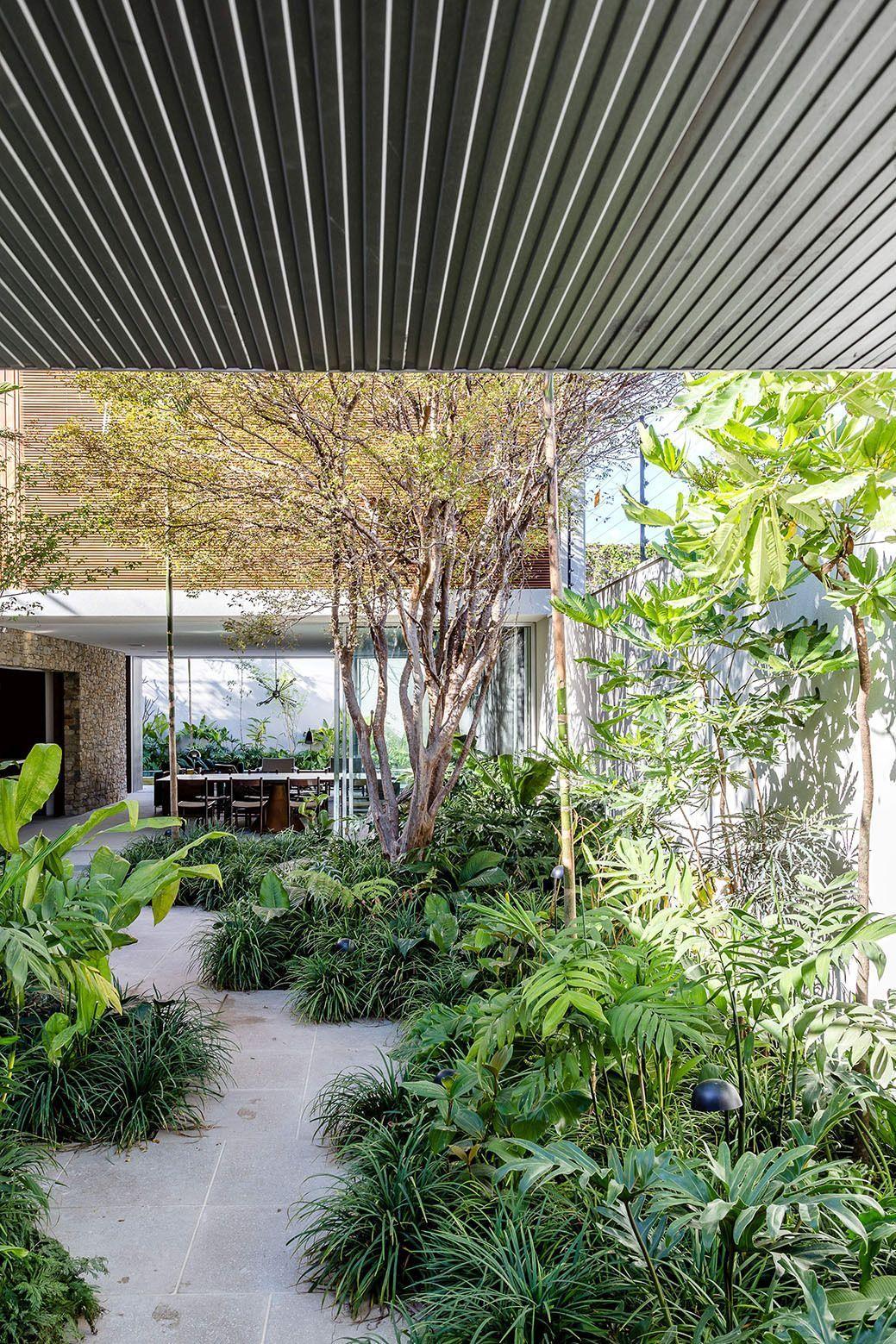 Brazilian Retreat mit zwei Gärten und einer großzügigen Dachterrasse