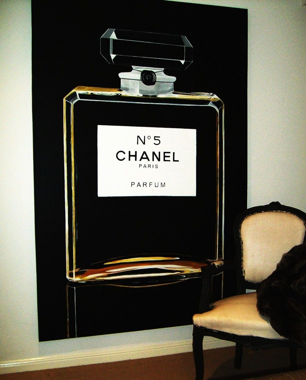 Chanel in a big way. (avec images)  Chanel decoration, Bouteille