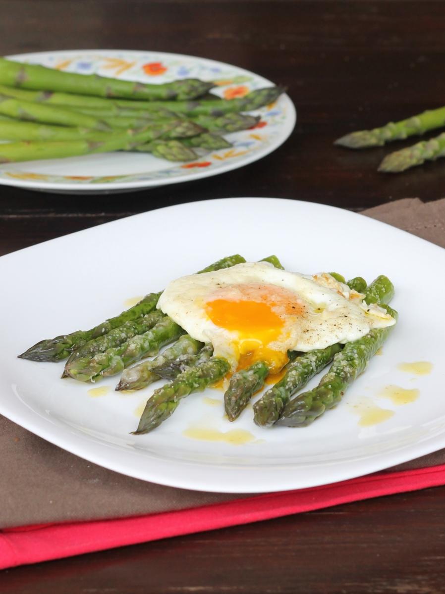 Ricetta Asparagi E Uova Alla Milanese Uova E Asparagi Alla Bismarck Nel 2020 Ricette Asparagi Ricette Di Cucina