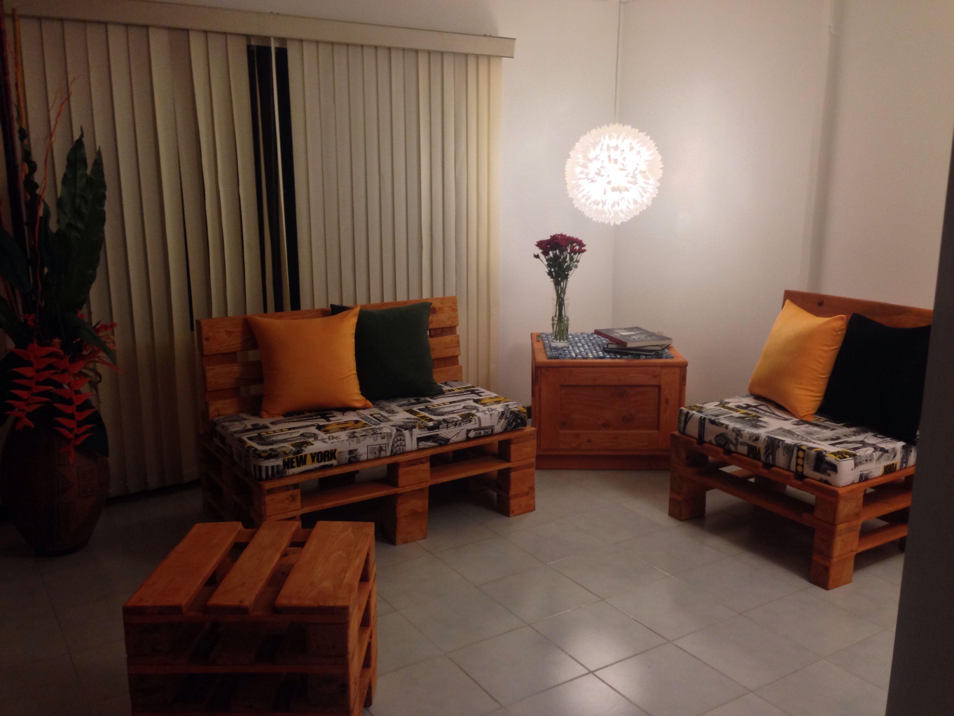 Sala hecha con estibas o palets un proyecto artesanal for Muebles bonitos y baratos