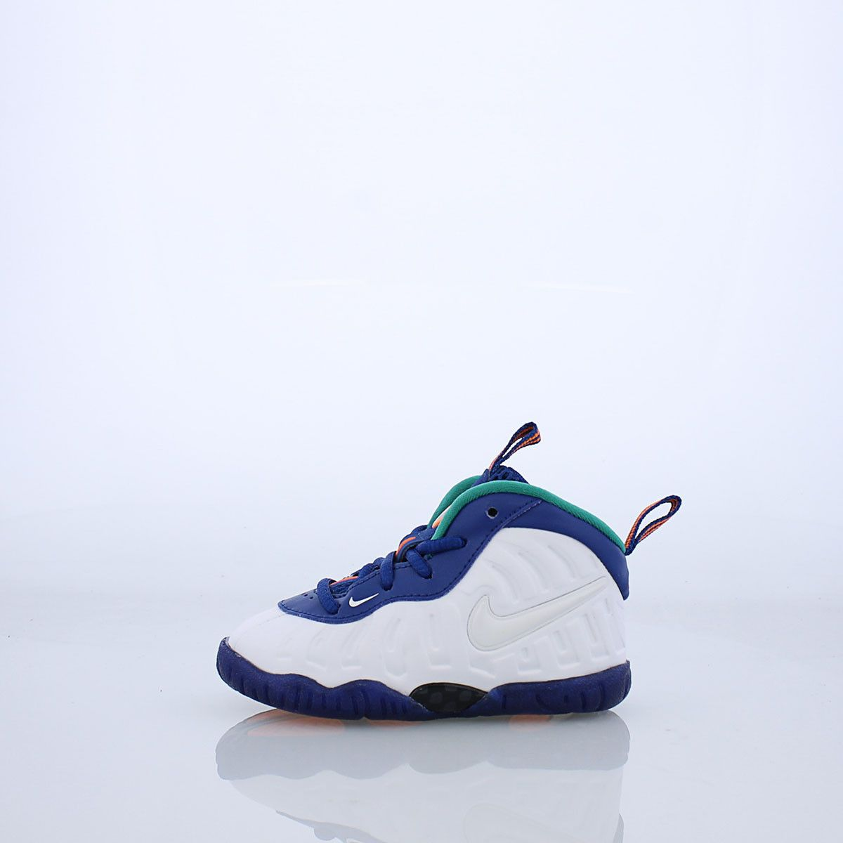 8d6b4967dfe1 The Nike Little Posite One Little Kids  Shoe provides plush comfort with low-profile  cushioning and a stand-out molded upper.